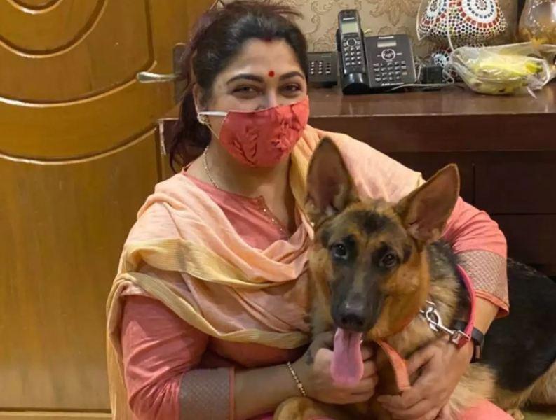 Khushbu Sundar with her pet dog