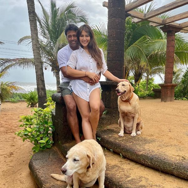 Kim Sharma with Leander Paes while holidaying in Goa in July 2021