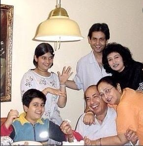 Mahendra kapoor with his daughters