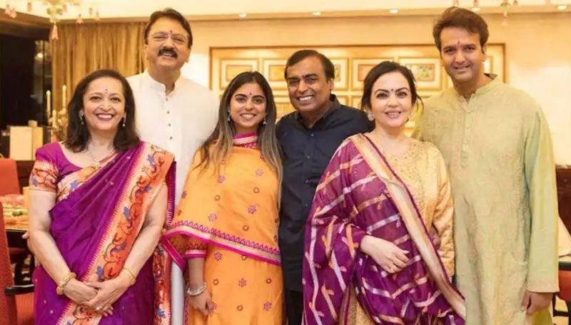 Rakesh Asthana (second from left) with his wife (extreme left) posing with the Ambanis
