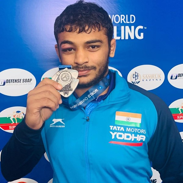 Deepak Punia posing with his silver medal after winning the World Championships