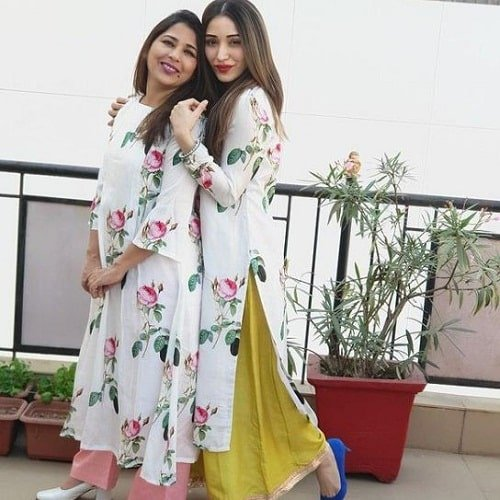 Heli Daruwala with her mother