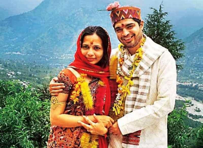 Rujuta Diwekar and Gaurav Punj after their improptu wedding in Manali