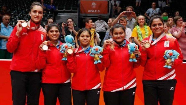 Sutirtha Mukherjee (second from right) with the Indian women's team in the 2018 Commonwealth Games