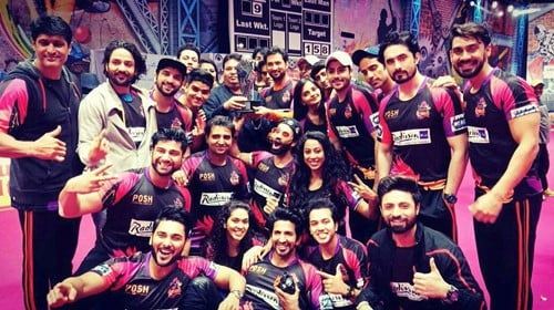 Meenal Shah with her team after winning the silver trophy at the MTV Box Cricket League 2018