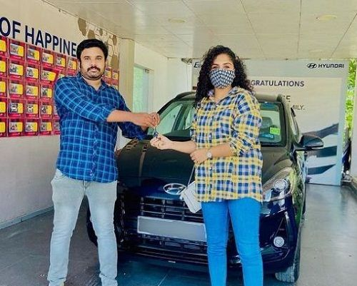Noorin Shereef while buying her car