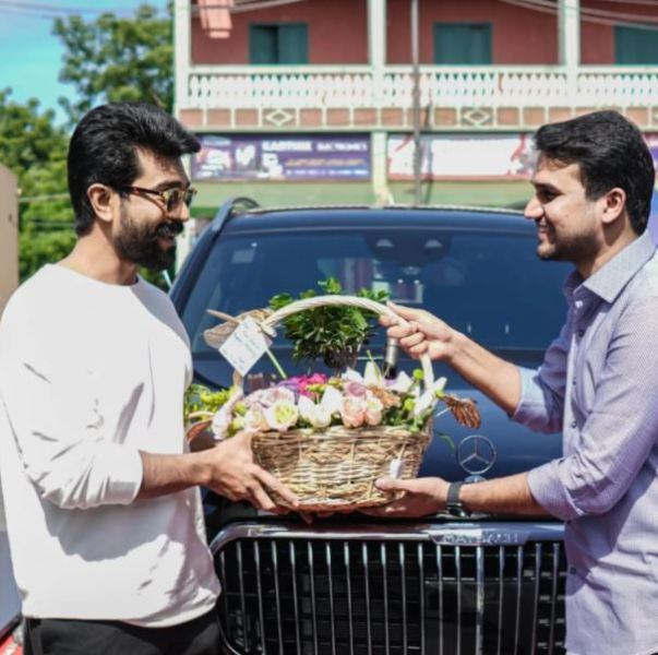 Ram Charan being greetd for his new Mercedes Maybach GLS600