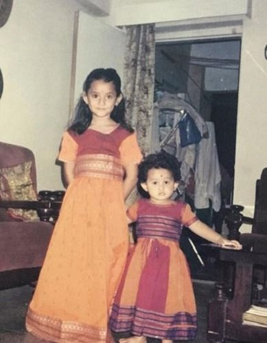 Ria Dabi's childhood picture with Tina Dabi